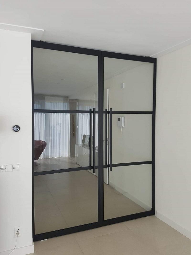 Stalen dubbele taatsdeuren met glas 3 glasvlakken dicht