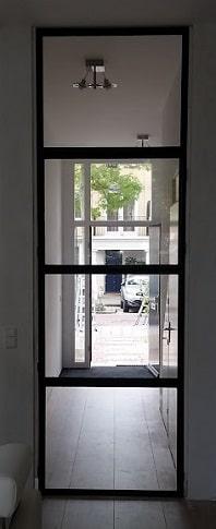 Stalen scharnierdeur met vast bovenlicht